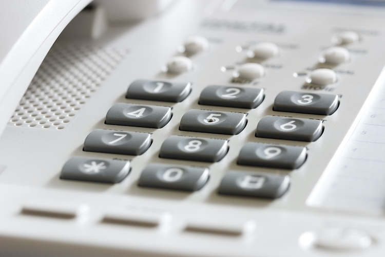 How to Choose Between a Toll-Free Number and a Local Number